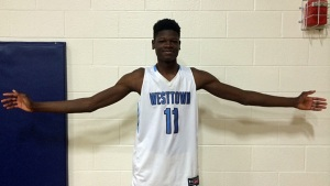 2017 Westtown (PA) big man Mohammed Bamba shows off his long wingspan.