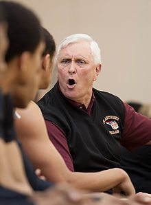 Legendary coach Bob Hurley continued his unbeaten season with an easy win at the 2016 Primetime Shootout.