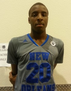 2017 elite New Orleans big man Mitchell Robinson playing in an AAU event.